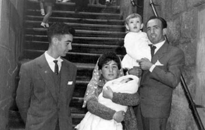 Con su hijo Victorino en brazos